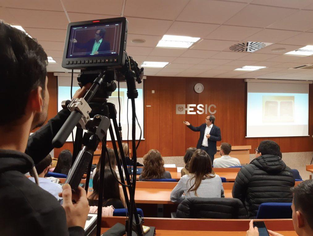 Pedro exponiendo en el ESIC